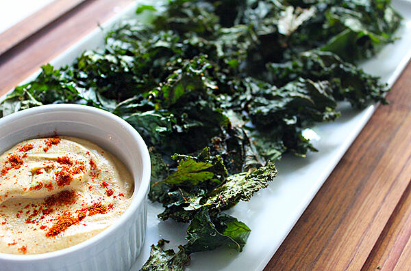 Kale chips with dip